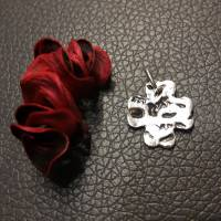 Kleeblatt aus 999 Silber mit schönem Muster, mattiert, teils geschwärzt Bild 3