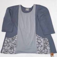 Damenshirt, 3/4-Arm, aus grauem Bio-Baumwollstoff, farblich abgesetzt, mit grau-bunten Taschen mit Vogel-Muster  Bild 3
