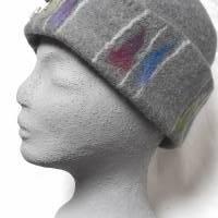 Damen Filzhut, graue Winterkappe handgefilzt , mit Muster in der Krempe und silberfarbenen Zierknöpfen Bild 2