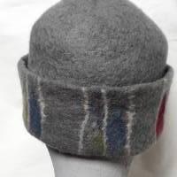 Damen Filzhut, graue Winterkappe handgefilzt , mit Muster in der Krempe und silberfarbenen Zierknöpfen Bild 3