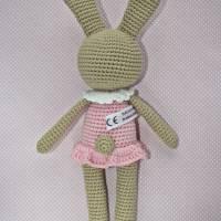 Häkelspielzeug Häkelhase Hasenmädchen Maja aus Bio-Baumwolle sand/rosa Kuscheltier Bild 2
