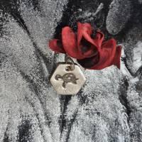 sechseckiger Anhänger mit süßer Schildkröte, 999 Silber, teilgeschwärzt Bild 1