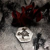 sechseckiger Anhänger mit süßer Schildkröte, 999 Silber, teilgeschwärzt Bild 2