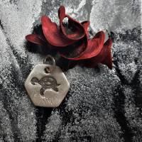 sechseckiger Anhänger mit süßer Schildkröte, 999 Silber, teilgeschwärzt Bild 3