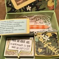 Geburtstagskuchen-Bausatz mit Konfetti, Kerze und Spitzendeckchen für den Geburtstagskuchen To Go - Tropenreise Bild 3