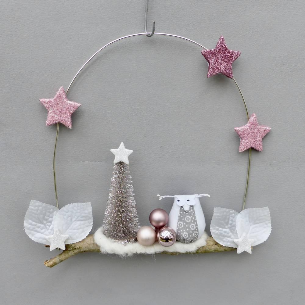 Türkranz* mit Eule und Tanne auf Ast, rosa-weiß Weihnachts-Fensterdeko für den Advent Bild 1