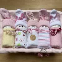 Windeltorte für Mädchen: Windelbabys in der Box, liebevolles Geschenk zur Geburt Bild 1