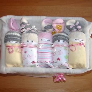 Windeltorte für Mädchen: Windelbabys in der Box, liebevolles Geschenk zur Geburt Bild 5