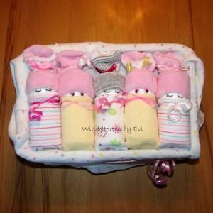 Windeltorte für Mädchen: Windelbabys in der Box, liebevolles Geschenk zur Geburt Bild 9