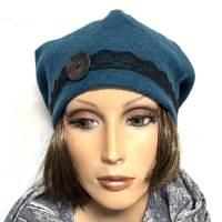 Damenmütze Hommage de Paris aus petrolfarbenem Wollboucle, mit schwarzer Spitze und Knopfnadel Bild 2