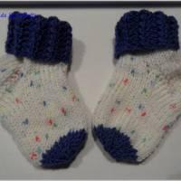 Handgestrickte Babysöckchen, Babysocken für Jungen, Blau, Weiß Bild 2