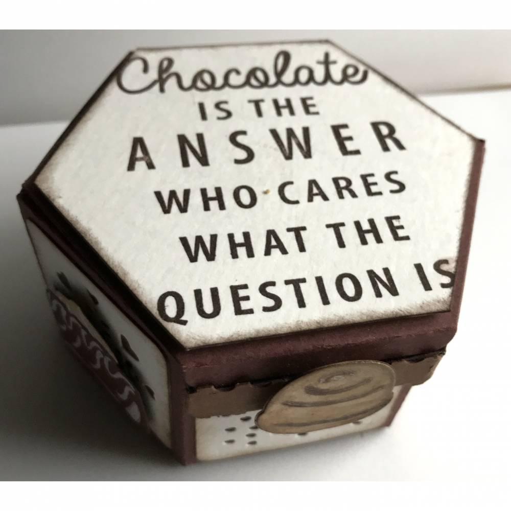 'Chocolate is the answer ...' - Perfektes Geschenk / Mitbringsel für Schokoladeverliebte Bild 1