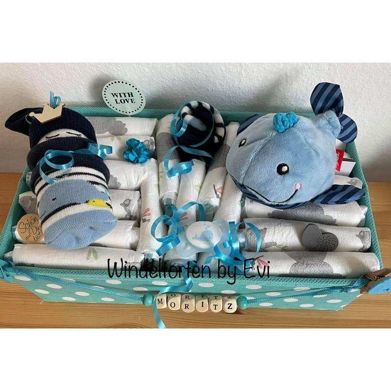 Windeltorte Wal für Junge, im Aufbewahrungskorb mit Name personalisiert Bild 1