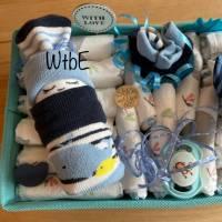 Windeltorte Wal für Junge, im Aufbewahrungskorb mit Name personalisiert Bild 3