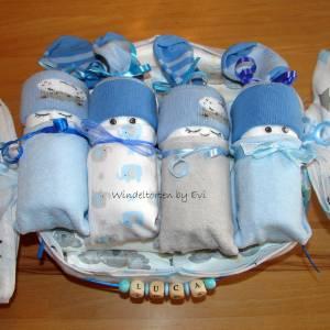 personalisierte Windeltorte für Junge: 4 Windelbabys im Tuch, Geschenk zur Geburt Bild 2