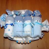 personalisierte Windeltorte für Junge: 4 Windelbabys im Tuch, Geschenk zur Geburt Bild 3
