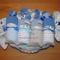 personalisierte Windeltorte für Junge: 4 Windelbabys im Tuch, Geschenk zur Geburt Bild 5