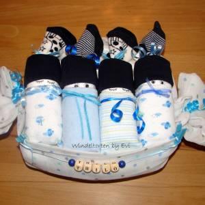 personalisierte Windeltorte für Junge: 4 Windelbabys im Tuch, Geschenk zur Geburt Bild 7