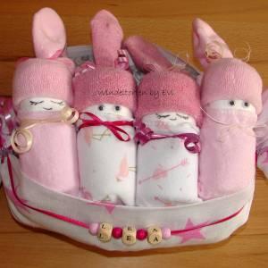 Windeltorte für Mädchen,  Windelbabys im Tuch, schönes Geschenk zur Geburt Bild 10