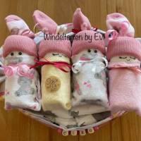 Windeltorte für Mädchen,  Windelbabys im Tuch, schönes Geschenk zur Geburt Bild 7
