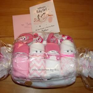 Windeltorte für Mädchen,  Windelbabys im Tuch, schönes Geschenk zur Geburt Bild 9