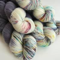 100g Handgefärbte Sockenwolle im Strang ,75% Schur- Wolle / 25% Polyamid, 4-fach, 420 m auf 100 g,  superwash Bild 1