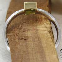 Schmaler Ring aus Platin mit grünem Turmalin Bild 2