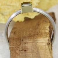 Schmaler Ring aus Platin mit grünem Turmalin Bild 3