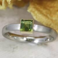 Schmaler Ring aus Platin mit grünem Turmalin Bild 4