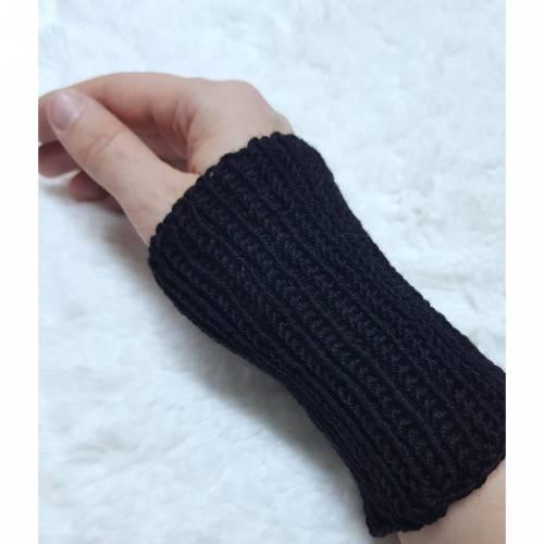 Pulswärmer 100 % Merino-Wolle handgestrickt schwarz oder Wunschfarbe - Damen - Einheitsgröße - Modell 5