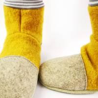Hausschuhe aus senffarbener Wolle und geringeltem Bündchen Bild 4