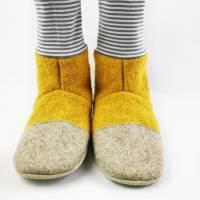 Hausschuhe aus senffarbener Wolle und geringeltem Bündchen Bild 5