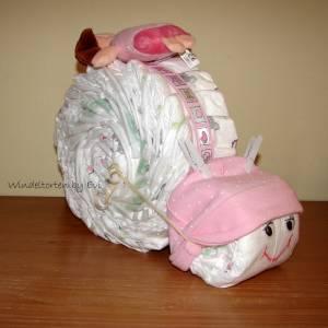 Windeltorte für Mädchen mit Mütze, Spielzeug und Body, Windelschnecke als Babygeschenk zur Geburt Bild 5