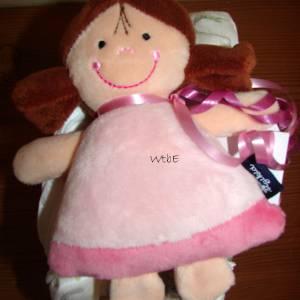 Windeltorte für Mädchen mit Mütze, Spielzeug und Body, Windelschnecke als Babygeschenk zur Geburt Bild 9