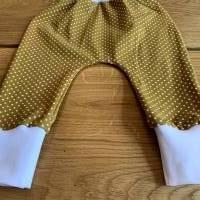 Babyhose / Baggy Pants aus senfgelben Baumwolljersey mit weißen Punkten Bild 4