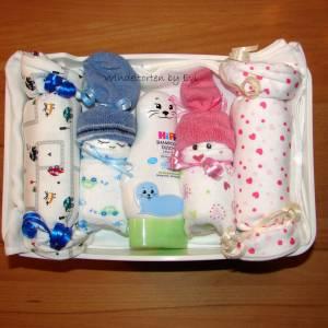 Windeltorte für Zwillinge mit Bodys, praktisches Geschenk zur Geburt für Zwillinge Bild 2