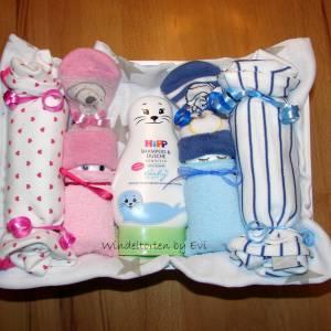Windeltorte für Zwillinge mit Bodys, praktisches Geschenk zur Geburt für Zwillinge Bild 4