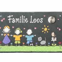 Schieferschild mit Klingel Namensschild Familie Wunschname Schiefertafel handbemalt Wunschfiguren Bild 1