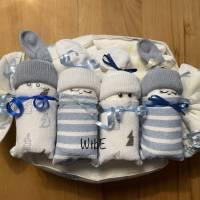 Windeltorte Junge: 4 Windelbabys im Tuch Bild 7