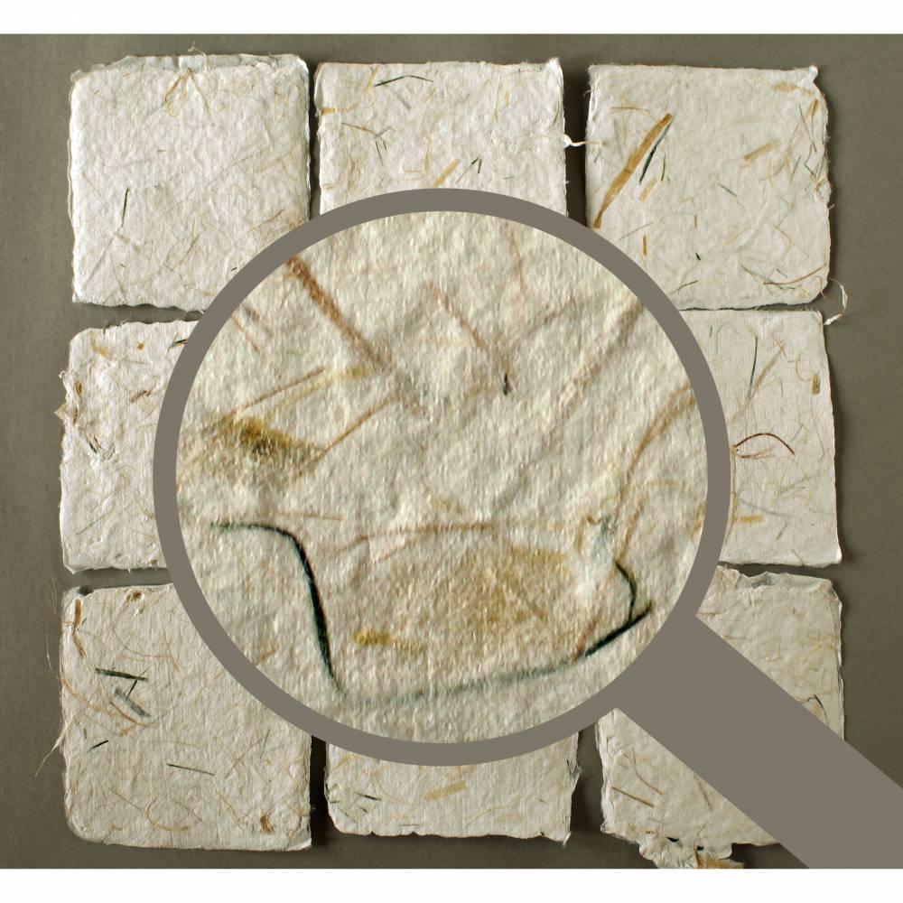 9 handgeschöpfte, quadratische Kärtchen mit eingeschöpften Pflanzenfasern, ca. 10,5 cm x 10,5 cm Bild 1