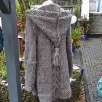 Strickmantel aus Islandwolle im Mustermix und Kapuze***M***mausgrau Bild 1