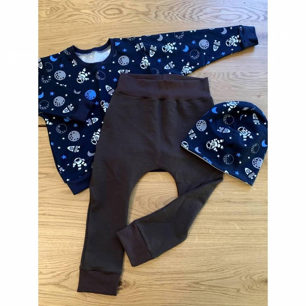 Weltall Outfit Größe 110 bestehend aus Hose Pullover Mütze Bild 1