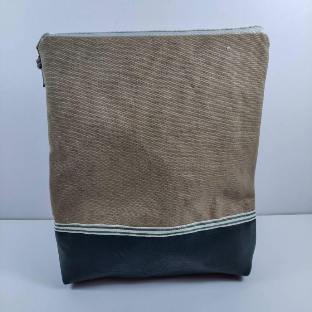 Kulturtasche aus Heavy Canvas in beige mit Kunstlederboden in khaki Bild 1