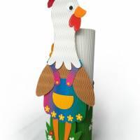 Osterhuhn mit Geschenkbox als Osterkörbchen oder Frühlingsdeko, Osternest, Fensterdeko, Tischdeko, Osterhase Bild 1