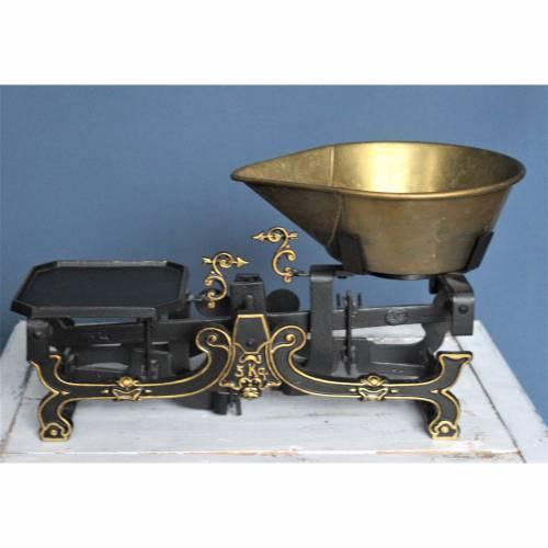 Küchenwaage Gußeisen mit Schale schwarz gold