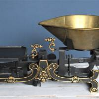 Küchenwaage Gußeisen mit Schale schwarz gold Bild 1