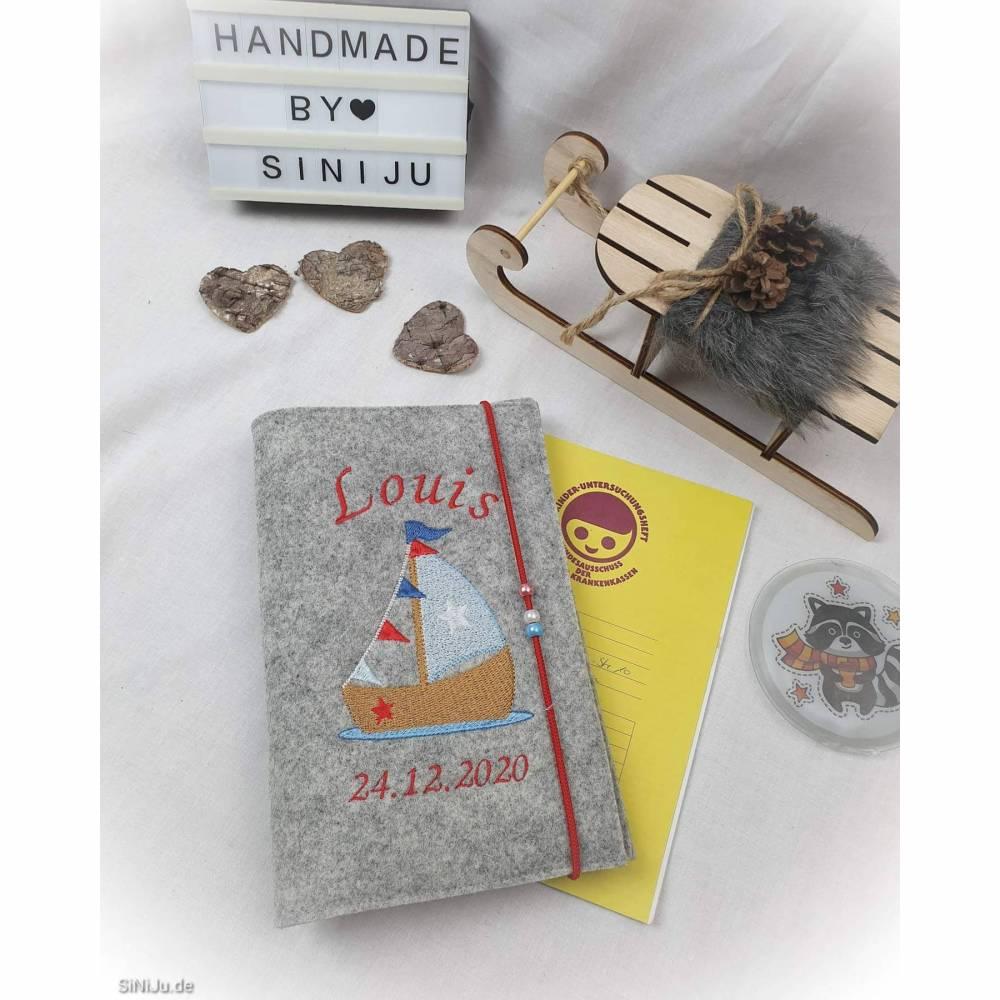 personalisierte U-Heft-Hülle aus Wollfilz  | Schutzhülle mit Namen | Geschenk zur Geburt , Babyparty oder einfach so Bild 1