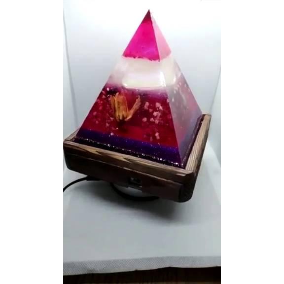 Lampe aus Resin Pyramide mit echten Blumen (Handmade, Unikat) Bild 1