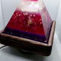 Lampe aus Resin Pyramide mit echten Blumen (Handmade, Unikat) Bild 2