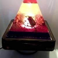 Lampe aus Resin Pyramide mit echten Blumen (Handmade, Unikat) Bild 5